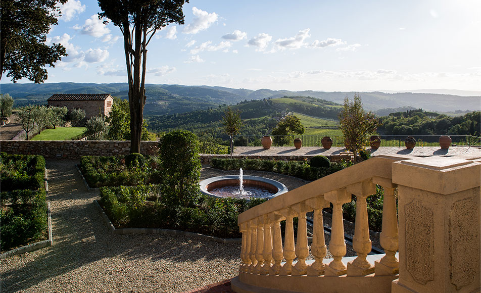 Tenuta Casenuove, view on the vineyard and the fountain